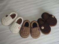 ingrosso ragazzi crochet sandali-Sconto del 15%! Sandali con scarpe crochet / scarpe da bambino / Mocassini con bottone baby boy all'uncinetto! 5pairs (10pcs)