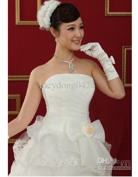 Nuevo estilo simple barato una línea de capas de organza de arco Exquisito vestido gótico victoriano de longitud completa vestidos de novia