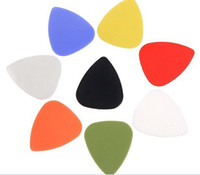 púas plásticas al por mayor-El mejor precio 5000pcs escopeta de la guitarra plástica de alta calidad combinada con estilo la guitarra colorida escoge las púas