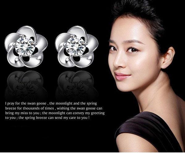 30% Pendientes de botón de plata esterlina Joyas de oreja de flor de rosa Buena Pendientes de botón de cristal de amatista Plata / Puple Color Bohemio Joyería de las mujeres Gratis