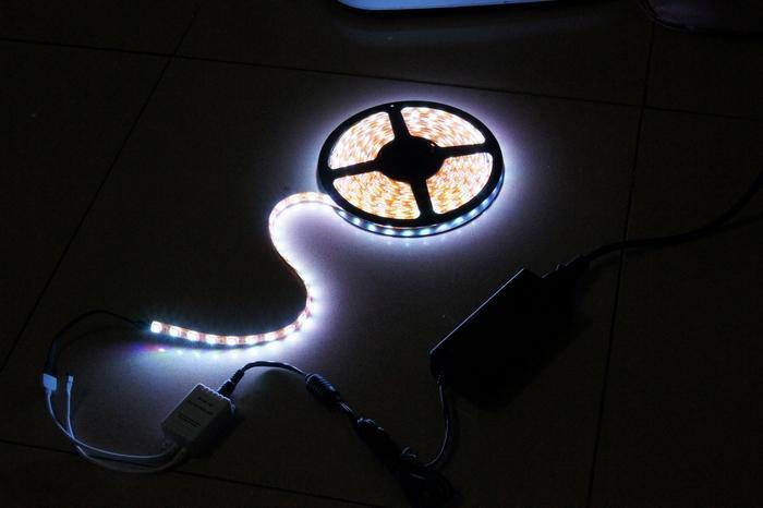 Multi-Colour SMD 5050 RGB LED Strip Light 300led Impermeabile Telecomando IR a 24 tasti + alimentatore
