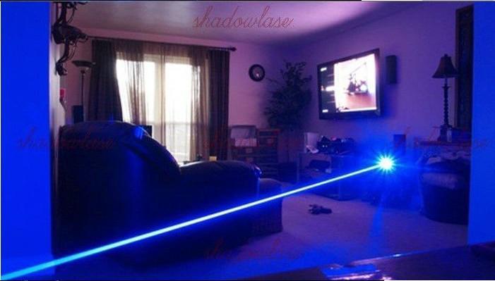 Poderoso poder poderoso azul militar laser 500000m 450nm lanterna lanterna camping luz lâmpada luz +5 tampas + óculos + carregador + caça de caixa de presente