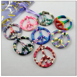 Misto Polymer Fimo Clay Peace Sign Pendenti Charms Hot 70pcs / lot 29x31mm Risultati dei monili Componenti FAI DA TE