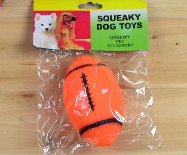 Livraison gratuite chien en vinyle vinyle jouet couineur rugby conception de football /