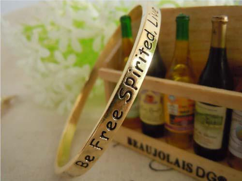 NOUVEAU! Vintage Alliage Plaquage Or Monogramme Bracelet Bracelets Initial Amour Charme Bracelet Manchette Avec Des Mots Pour Couple Livraison gratuite