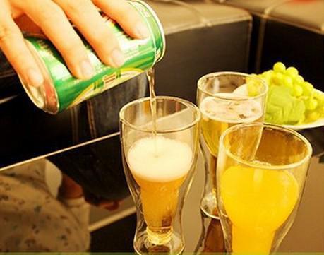 Tasse en verre à double paroi en forme de bouteille de borosilicate Nouveauté Hopside down Verres à bière