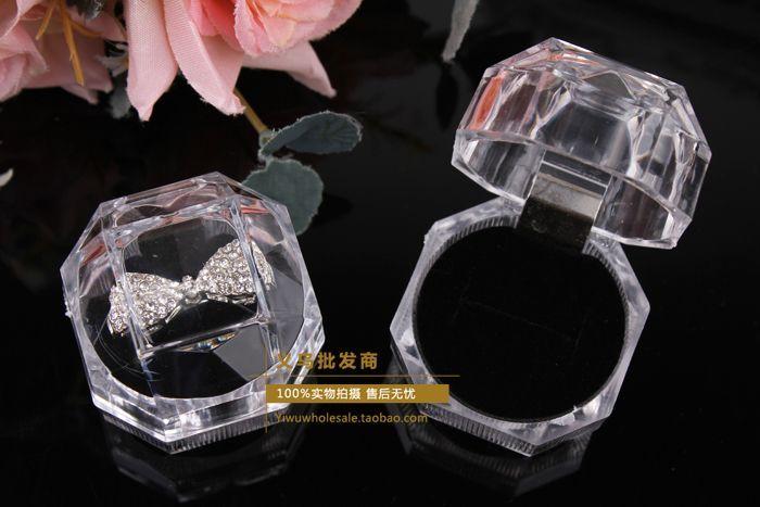 Anneaux Boîte Bijoux clair Acrylique pas cher Boîtes cadeau de mariage boîte anneau goujon bouchon de poussière boîte