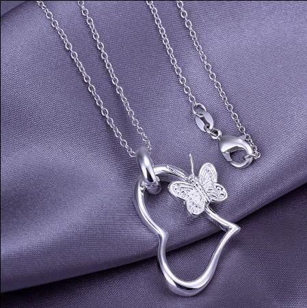 Monili placcati della donna di modo della collana del pendente del cuore della farfalla dell'argento sterlina 925 trasporto libero
