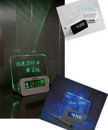 2019 tarjeta de alarma Reloj de tablero reloj electrónico alarma de proyección Quieten tumbado multifuncional luminosa mensaje de neón tarjeta de alarma baratos