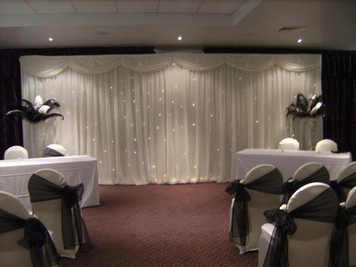 MOQ blanc couleur 3m * 6 m Briller en tissu maille 125gsm de haute qualité Backdrop rideau Destiné à être utilisé de mariage