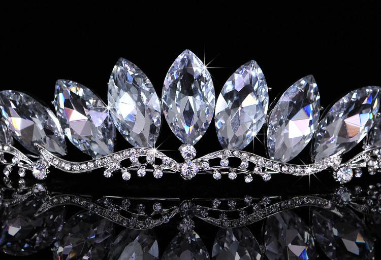 2015 New Sexy Rhinestone Crown Tiara Блестящий Bridal Оголовье Гребовые расческой Свадебные Принцесса Женщины Фортлетные Головки Футболки CE403