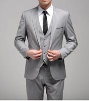 estilos de esmoquin gris al por mayor-Nuevo estilo por encargo Un botón Slim Fit Light Grey Groom Tuxedos Side Slit Padrinos de boda de los hombres / trajes de cena (chaqueta + pantalones + corbata + chaleco) H129