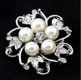 Wholesale Silver Plated Clear Rhinestone Brooches - Silver Plated Alloy Flower Petal Clear Rhinestone Brooches For Wedding Gifts Pearl Corsage Pin 3 Colors In Stock SC17