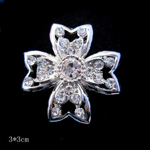 Belle broche croix en cristal strass clair plaqué argent
