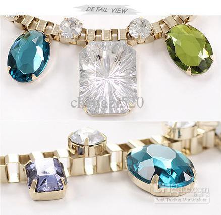 Collier en acrylique avec des colliers en métal rétro Bohême de luxe