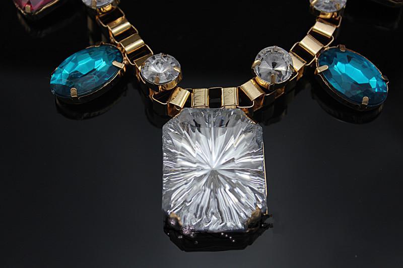 Akryl pärla halsband retro metall färgade halsband lyxiga bohemiska