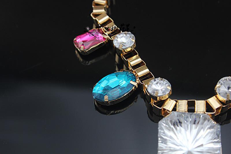 Acryl Edelstein Halsketten Retro Metall Farbige Halsketten Luxuriöse Bohemian