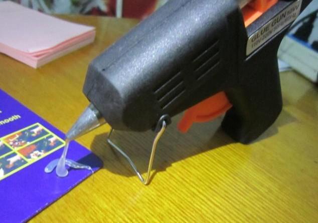 Nouvelle arrivée 20W électrique Pistolet à colle Chauffage thermofusibles Pistolet à colle Artisanat Album réparation D7mm