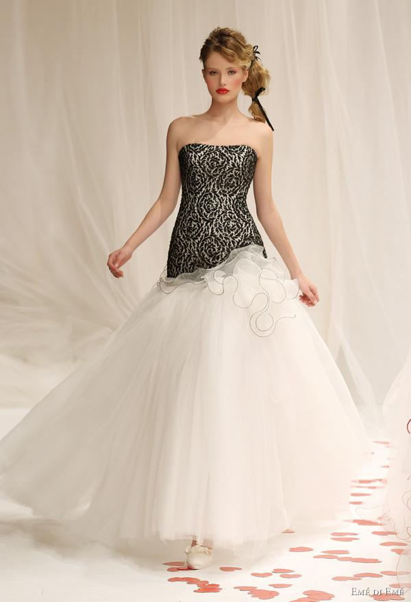 Discount Vintage White And Black Wedding Dresses Embroidery Bodice