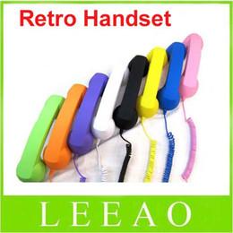 Cell phone handset online-Auricular colorido del teléfono retro de la radiación del precio más bajo 30pcs 3.5mm colorido para el teléfono celular móvil