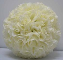 Цвета слоновой кости бежевый цвет Бесплатная доставка 25 см*12 шт. Роза поцелуи мяч искусственный шелк цветок свадьба украшение крем/слоновая кость от
