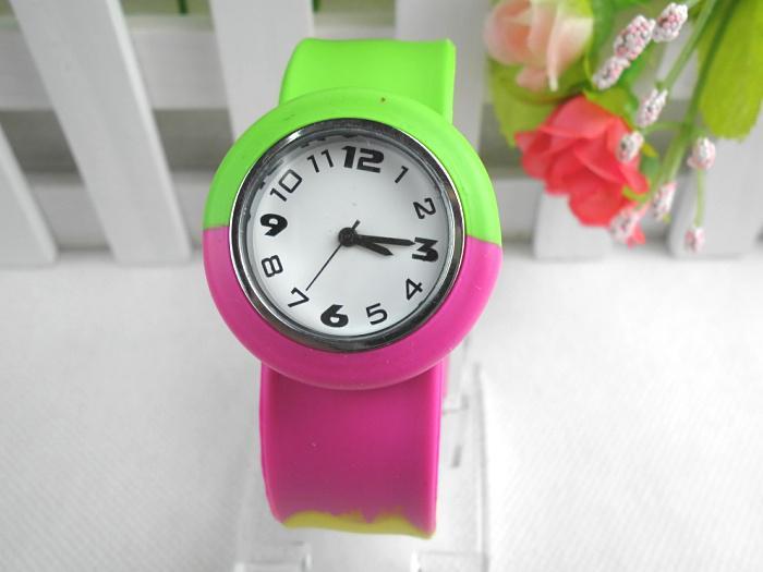 Радуга наручные часы спортивные цифровые силиконовые часы силиконовые Оснастки пощечину кварцевые часы дети Рождественский подарок смешанный заказ 10 шт. / лот