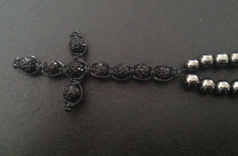 Collana con rosario a croce nera fatta a mano e all'ingrosso di perle di amatite