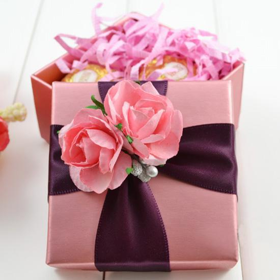 scatola di caramella quadrata rosa con scatola di gioielli di regalo di favore di bomboniera di decorazione di fiore di nastro di rosa