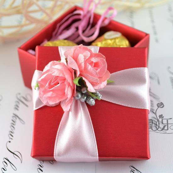 Quadrado Vermelho Caixa de Doces com Fita Rosa Flor Rosa Decoração Do Casamento Favor de Doces Caixas De Presente