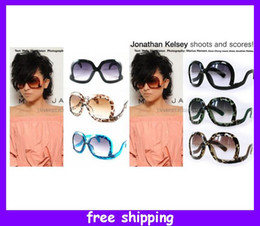 Wholesale Curved Sunglasses - Vintage style Curved legs square women sunglasses