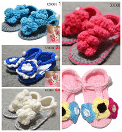Crochet del sandalo del pattino del bambino online-5 paia = 10 pezzi / lotto Fashion handmade Crochet baby flower shoes mix 7 Style kids sandali carini 0 -18M cotone