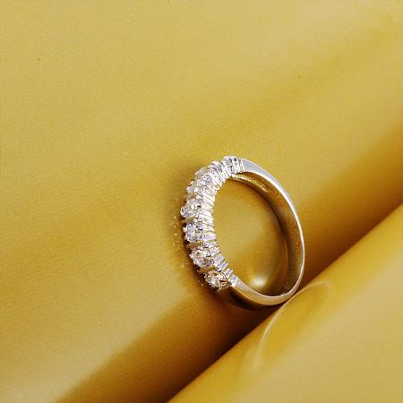 98R Style simple Clear Stone Bague Ornements Gold blanc rempli