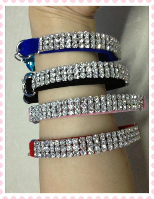 Frete Grátis Diamante Bling luxry grosso de veludo Cat Collar com Cinto De Segurança Elástica e Bell 4 Cores Assorted 20 pçs / lote