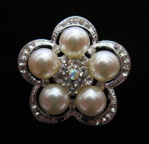 Spilla con strass trasparente color argento e spilla nuziale con motivo di perle color crema