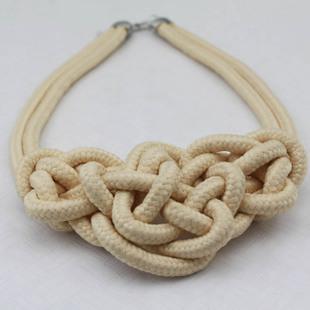 / Wholesale freies Verschiffen-Art- und Weiseronnefarbe gestrickte Halsband-Halsketten-Funkeln handgemachte Baumwollseil Herz-Halskette