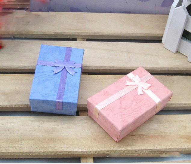 Mode Display Verpakking Geschenkdozen Sieraden Doos, Hanger Doos, Oorbellen Box 5 * 8 * 2.5cm Willekeurige kleur /