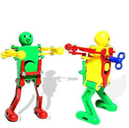 2019 детские игрушки для мальчиков Ziyu-2013 Танцующий робот Забавный робот Модель Twist Ass Toys Подарочные игрушки Wind-upToys дешево детские игрушки для мальчиков