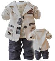 детские костюмы бежевый оптовых-Горячая продажа бежевый мужской ребенок детская одежда новая весна и осень корейская версия досуг костюм хлопок из трех частей бесплатная доставка