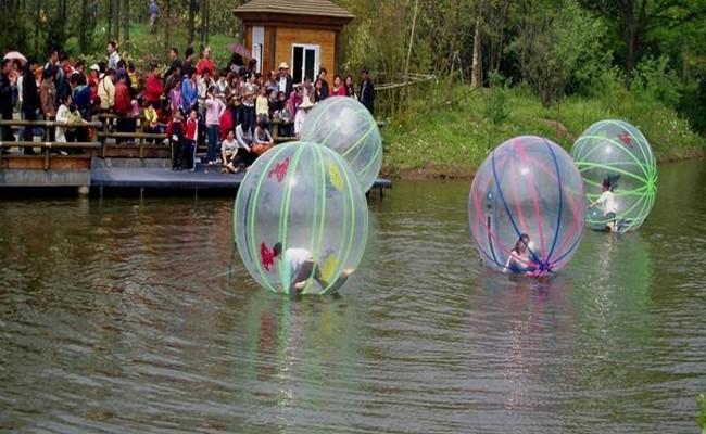 أحدث سمك 2 متر قطرها 0.8 مم TPU نفخ زورب المشي الكرة / كرة الماء المشي مع ألمانيا العلامة التجارية Tizip + 600W منفاخ