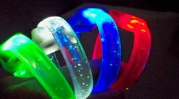 Nova Soft tape fragrância flash Pulseira / pulseira fluorescente / / LED piscando pulseira / alça de mão de Fornecedores de brinquedo por atacado anel giroscópio