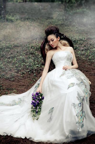 Vestidos de vestido de casamento feitos sob encomenda da linha A-Line elegante Strapless elegante feito sob encomenda da capela