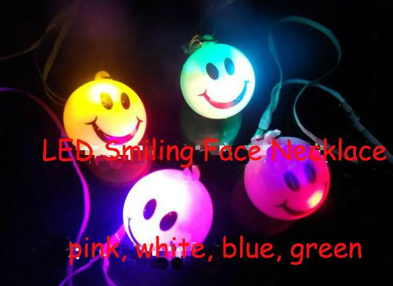 FreeShip 50 stücke Mischfarbe LED-Blitz 7 farben Ändern Lächelndes Gesicht Halskette Tasche Handy Gitarre Anhänger Kinder Halskette Spielzeug Weihnachtsgeschenk