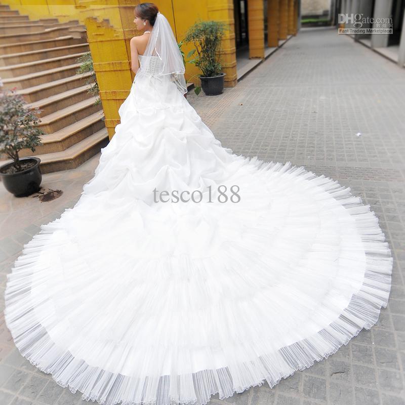 Personalizado mais recente incrível a linha strapless colher vestido de noiva catedral trem vestidos 01