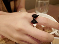 10pcs / lot Lovely Cute Black Rhinestone Beads Bowknot Bow Tie Adjustable Ring Livraison gratuite