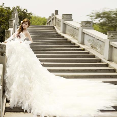 Personalizado Mais recente Encantador Strapless com Babados Catedral Train Ruffles Vestido De Noiva Vestidos