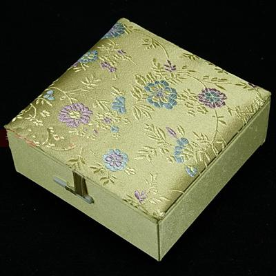 2019 Silk Brocade Jewellery Gift Boxes Square Cotton Filled Keepsake