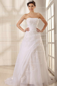 2015 Glorious A Line Wedding Dresses Strapless Neckline Appliques Tulle Floor Length Gowns Real Images on Sale