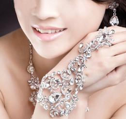 2019 brautmanschetten Helle Strass Braut Armbänder Luxus Shiny Diamant Stein Armband Harness Manschette Armband Hochzeit Schmuck Zubehör Förderung CN047 rabatt brautmanschetten