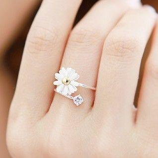 Karen Walker Daisy Ring Gold
