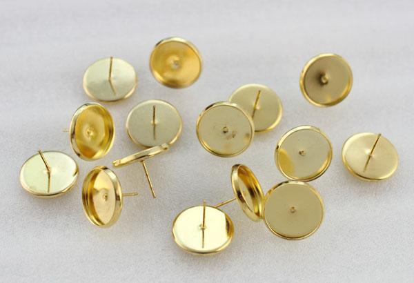 Golden 12mm Round Cabochon Impostazione perni con perno a forma di orecchini # 23145